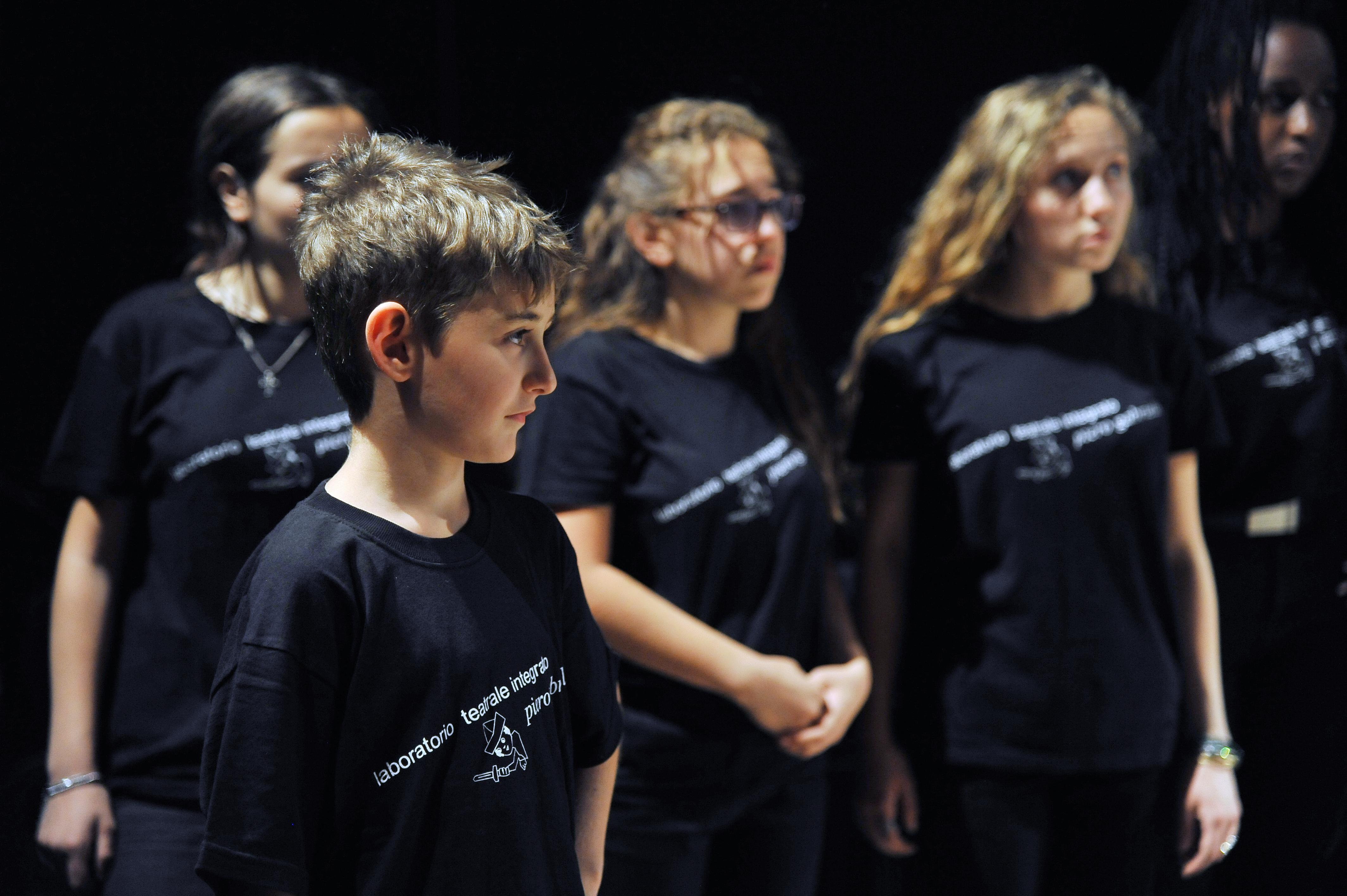 foto di bambini con le magliette del Gabrielli