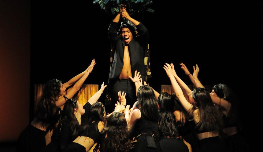 Rappresentazione scenica degli attori nello spettacolo cerimonia