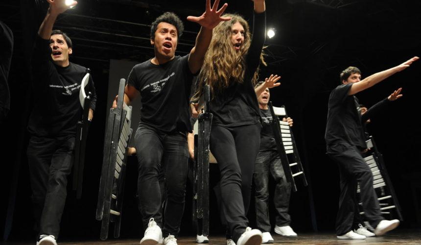 La piccola compagnia sul palco